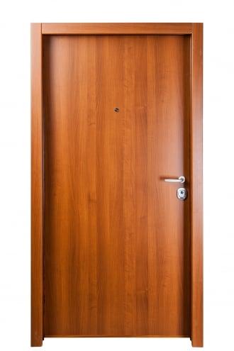 Блиндирана врата с основно скрито и допълнително механично заключване iDoor 1.0