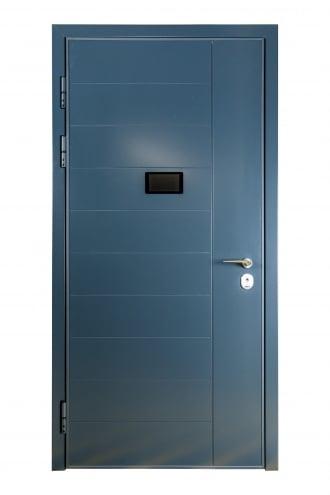 Блиндирана врата с основно скрито и допълнително механично заключване iDoor 3.0 с полиуретанова боя, фрезовка и дисплей