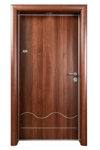 Блиндирана врата с основно скрито и допълнително механично заключване iDoor 3.0 с метални лайсни и декоратовна каса с дървесен декор