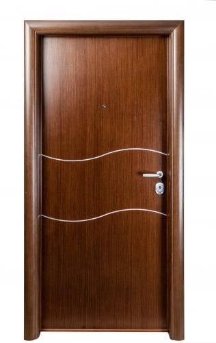 Блиндирана врата с основно скрито и допълнително механично заключване iDoor 3.0 с фурнир и метални лайсни