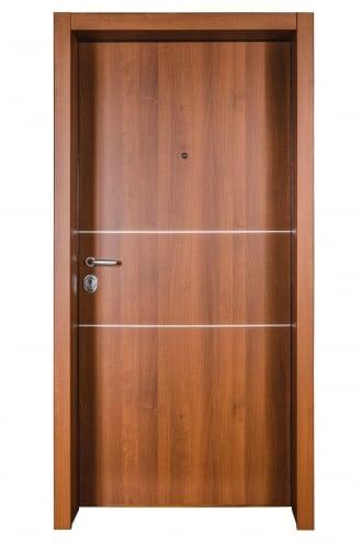 Блиндирана врата с основно скрито и допълнително механично заключване iDoor 3.0 с метални лайсни