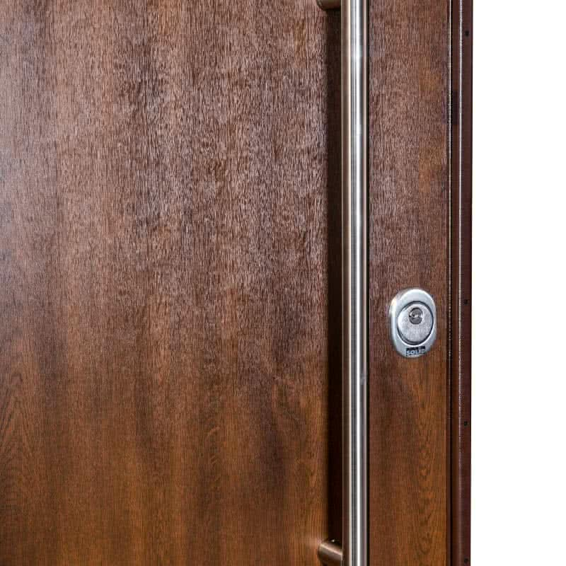 Блиндирана врата Солид 55 с декоративно покритие устойчиво на атмосферни влияния